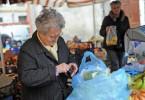 Gli anziani sono gli unici che spendono (ma ancora per poco)