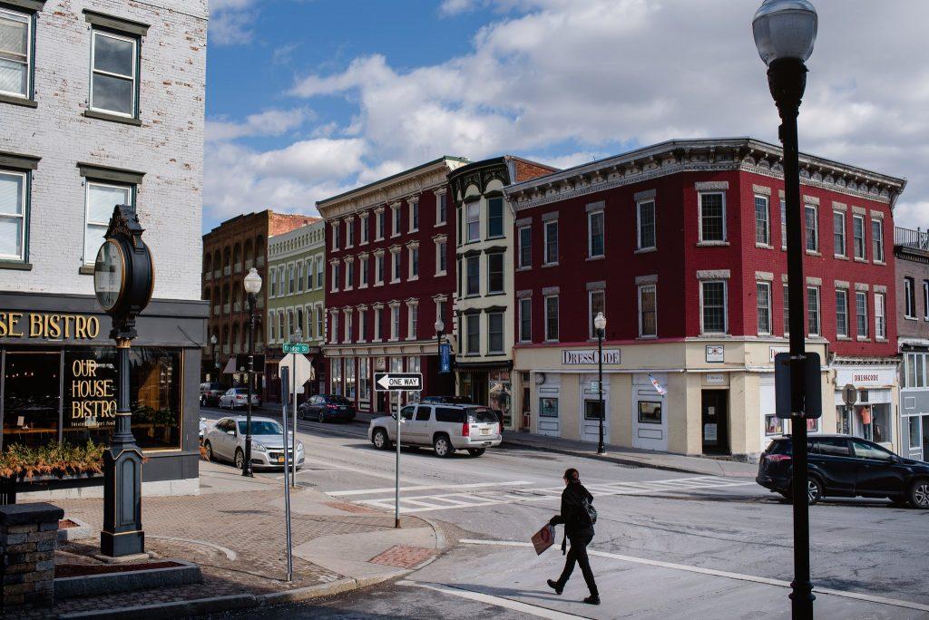 Il sindaco di Plattsburgh, N.Y., Colin L. Read, ha detto che minare Bitcoin consuma circa il 10 percento della potenza elettrica cittadina. / Credit Jacob Hannah for The New York Times